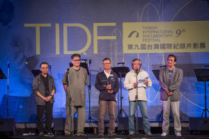 An Outstanding Contribution Award was presented to the 1980s guerilla video collective Green Team. It has recently donated 3,000 hours of footage to Tainan National University of the Arts for preservation and digitization. From right to left: Lin Shin-I, Wang Chi-chang, Lee San-chung, Fu Dau, and Hsien Weng-sheng.